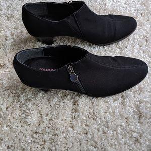 Cute Munro black bootie size 10N